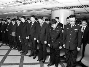 海南省万名民警,现役官兵深感悲痛,纷纷表示一定要继承战友的遗志,化图片