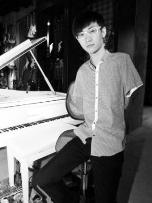 无臂钢琴师刘伟接受本报记者专访