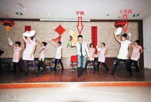 网上流传的王圣淇(右)照片