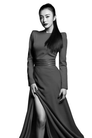 甘薇刘芸等生活中的闺蜜全部换上款式不一的浅蓝色礼服为李小璐撑