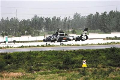 在郑民高速公路飞机跑道试飞;