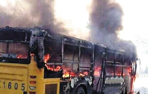 公交车燃烧现场