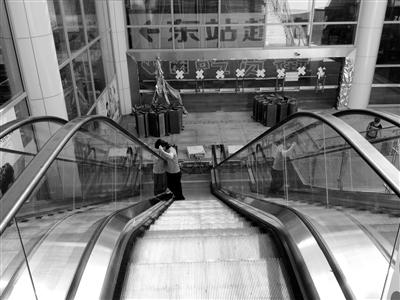 """南国都市报数字报-海口火车东站地下商城""""歇业""""背后"""