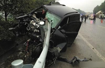 """发生一起车祸,一辆车牌号为""""川f9e107""""的途观越野车在撞人逃逸过程中"""