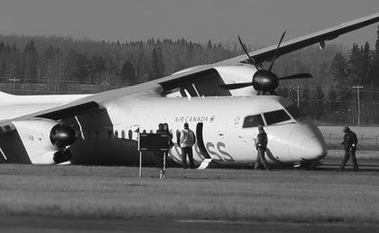 型双引擎螺旋桨客机载着71名乘客和4名机组人员从卡尔加里机场起飞时