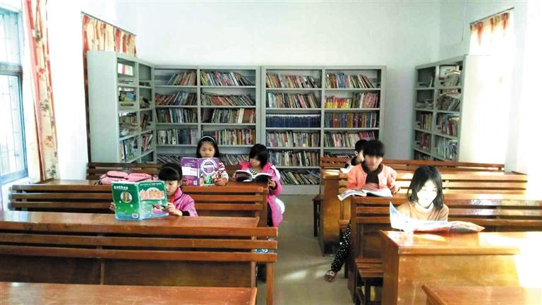 """东方""""60岁""""乡村小学有了爱心图书室"""