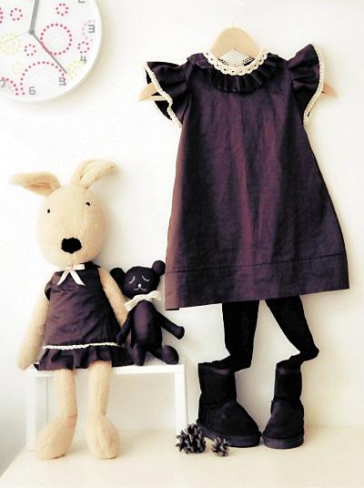 制作宝宝连衣裙使用了大部分的裙摆,整件衣服还剩下袖子和一些边角
