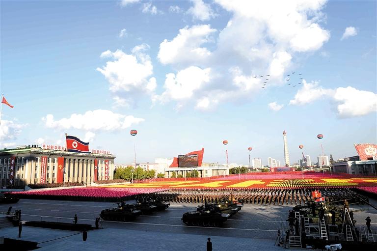 10月10日,在朝鲜首都平壤,朝鲜政府举行盛大的阅兵活动,庆祝朝鲜