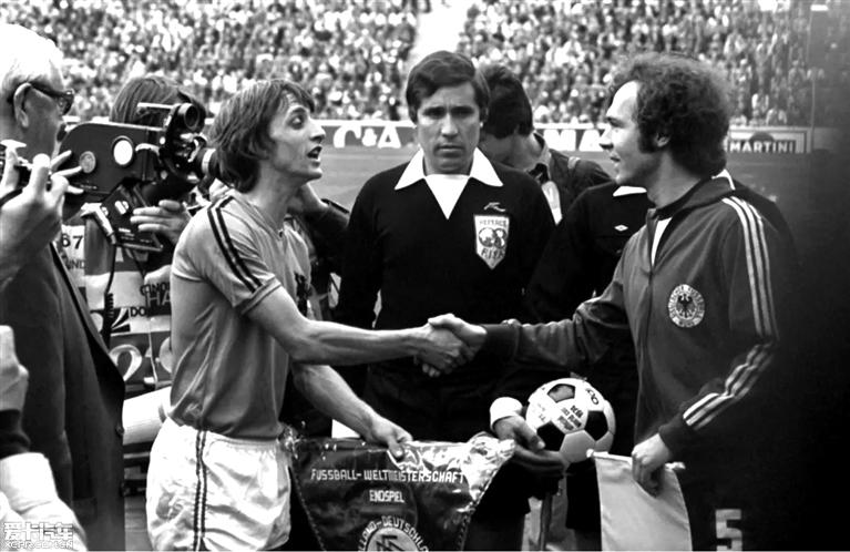 巴萨/与贝肯鲍尔在1974年世界杯决赛上。