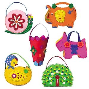 """""""幼儿园老师经常要求孩子上交用纸壳,饮料瓶,塑料袋制作的手工艺品"""