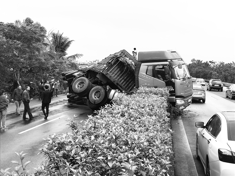 海南海口最新车祸
