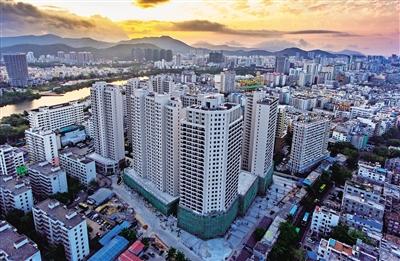 在三亚解放路上,三亚食品厂的安置小区9栋高楼十分显眼.