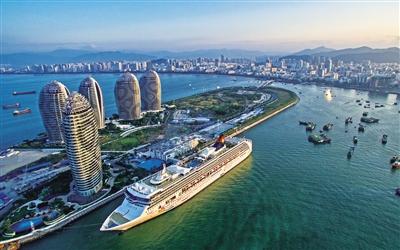 三亚凤凰岛国际邮轮港码头是我国第一座可停靠8万吨邮轮的国际