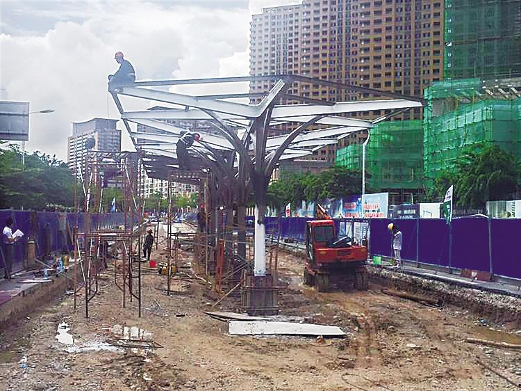 """三亚有轨电车搭建首个""""岛式站台"""""""