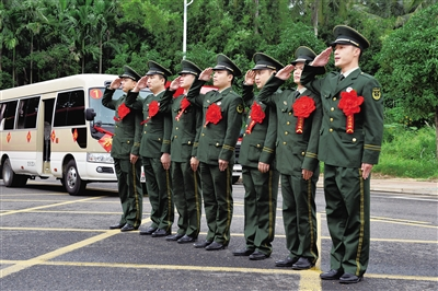 琼海消防支队7名老兵光荣退伍